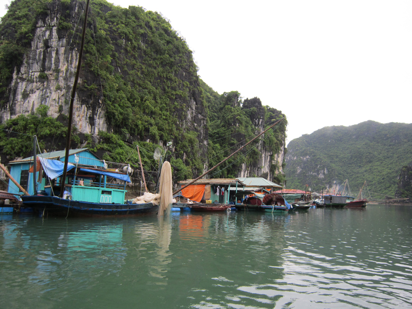 Vung Vieng fishing village - Halong Bay