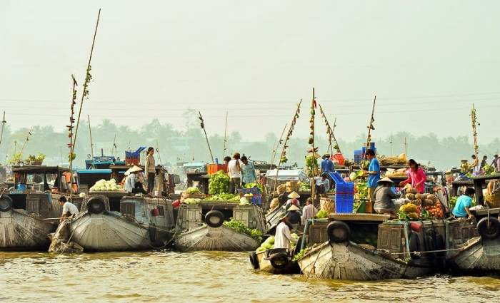 Cai Rang floating marking - Top 10 destinations in Vietnam