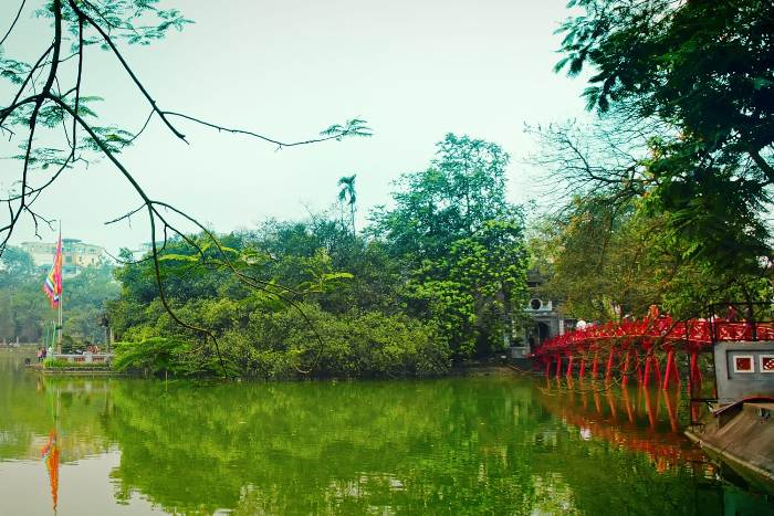 Hoan Kiem Lake - Top destinations in Vietnam